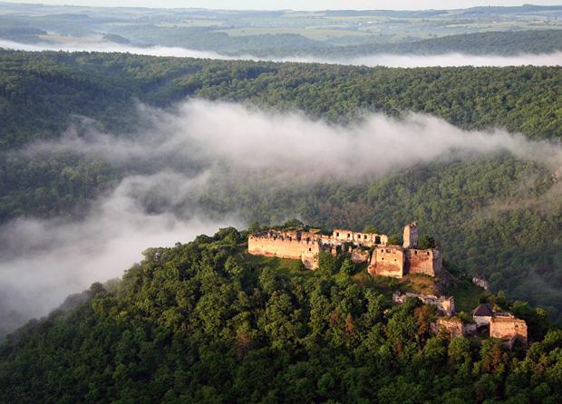 Letecký záber na hrad. Autor: Karol Accipiter