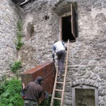 VEntrance is difficult, you need to climb into it by a wooden ladder