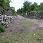Novovybudovaná prístupová cesta k bráne
