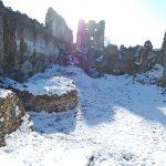 Zamrznuté hradné nádvorie